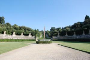 L'obelisco e la vasca nei Giardini di Boboli