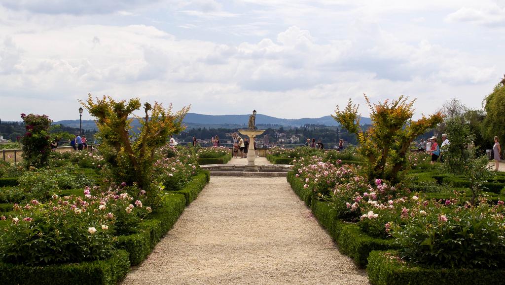Un viale del Giardino di Boboli (Firenze)