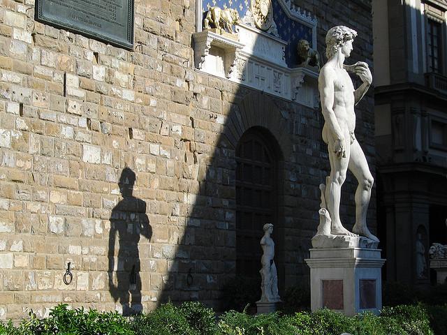 Il David di Michelangelo davanti a Palazzo Vecchio (Firenze)